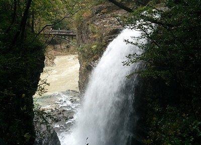 迫力の虹見の滝