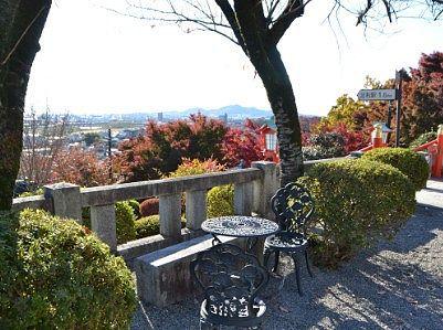 ベンチに座りながら景色を楽しめる
