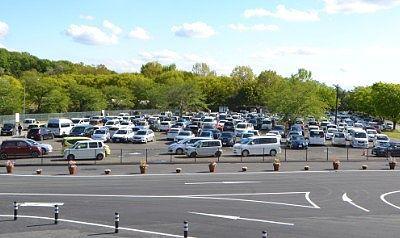 2018年西ゲート前駐車場混雑の様子