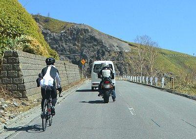 志賀草津高原ルートを走る自転車やバイク