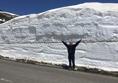 雪の回廊で記念撮影