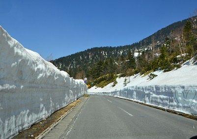 山ノ内側の雪の回廊