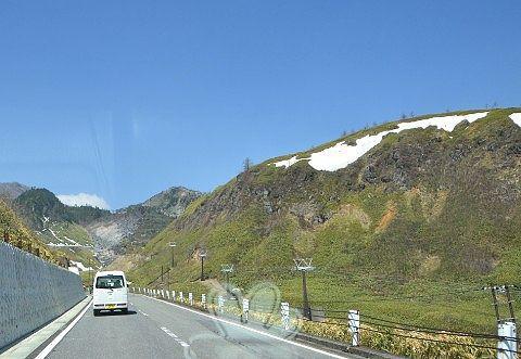 ゴンドラが外された白根火山ロープウェイの様子