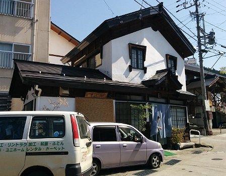 そば処鈴木店前の駐車スペース