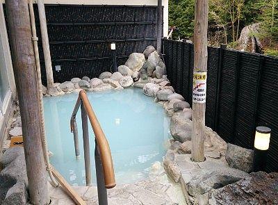 男体の湯の露天風呂の様子