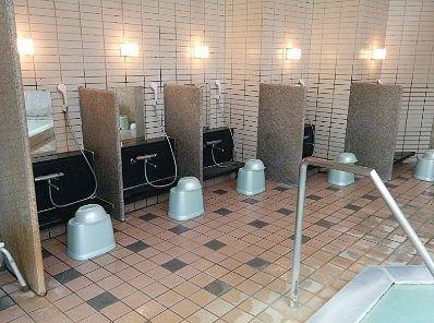 男体の湯の洗い場の様子