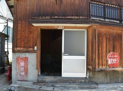 湯屋後ろ側の洗濯室入口