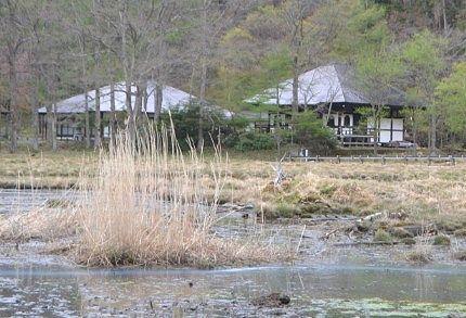 湿原方向から見た温泉寺