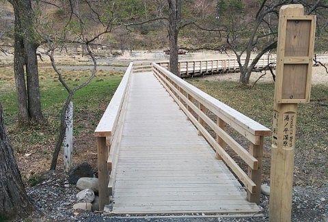 湯ノ平湿原の遊歩道の様子