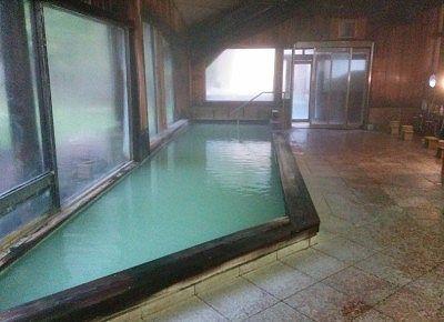 大きい内湯の湯舟の様子