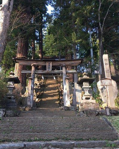 湯澤神社鳥居と石段の様子