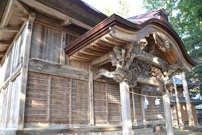 歴史深い感じの拝殿の外観