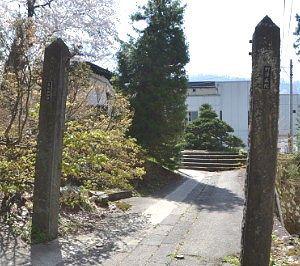野沢医院の門柱