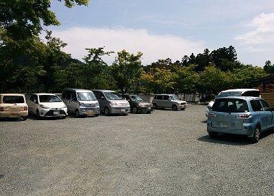 境内の駐車場の様子