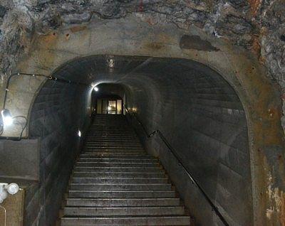 地上へ戻る階段の様子