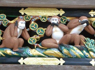 見猿言わ猿聞か猿の彫刻