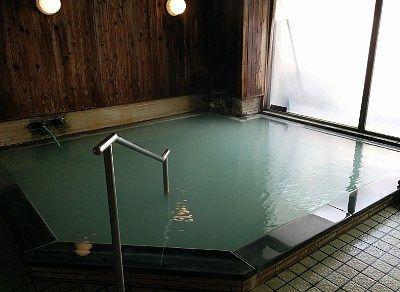 熱湯の湯舟の様子