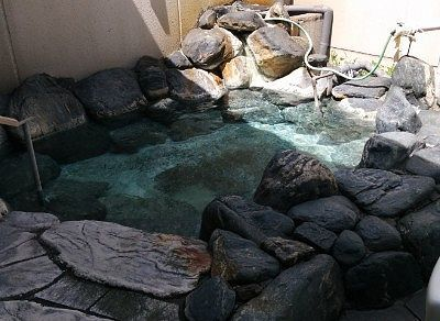 岩風呂になってる露天風呂の様子