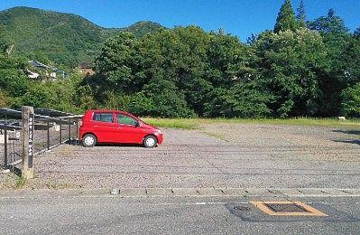 道路沿いにあった広い駐車場