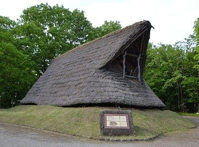 梯子がかかってた竪穴住居