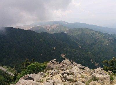 横手山山頂から見た草津白根山方向の景色