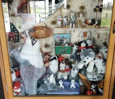 おもちゃ類が飾ってあったショーケース