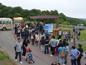 王国タウンでわんにゃんバスを待ってた行列