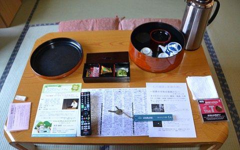 ゆけむり館客室にあったお茶菓子やお茶など