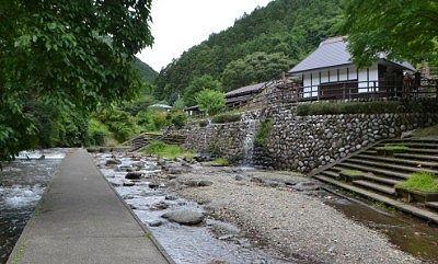 川から見た野口水車保存館