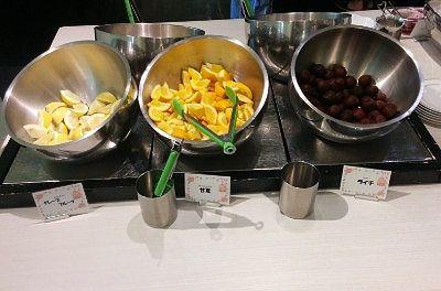バナナ、オレンジ、ライチ、リンゴ、グレープフルーツなどのフルーツ