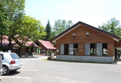 休憩所とお土産屋と公園受付事務所の建物