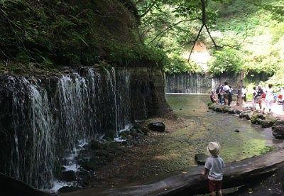 奥行きや幅のあった白糸の滝の様子
