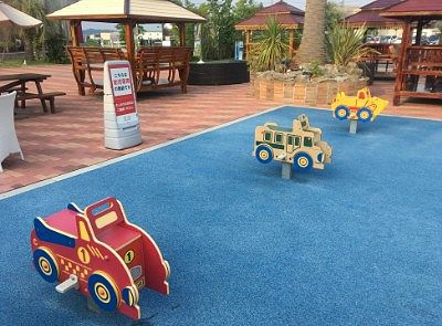 小さな子供の遊び場