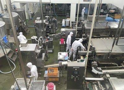 工場で働いてる人たち