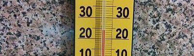 ホテル櫻井玄関外にあった温度計