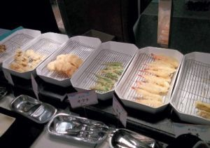 オクラ、茄子、海老、とうもろこし、舞茸、そしてハモの天ぷら