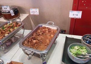 焼き鳥、群馬県産もち豚と特産こんにゃくのもつ煮