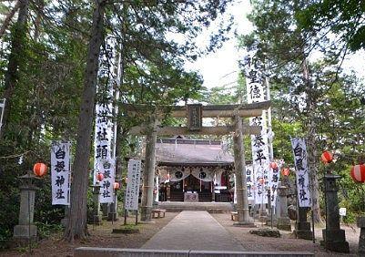 夏祭りの時の白根神社の境内の様子