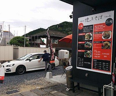 焼きそば専門店焼麺晃のやの無料駐車場の様子