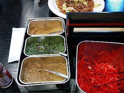 紅ショウガ、花山椒、青のり、削り節などの薬味
