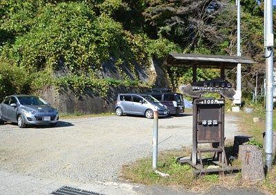1日100円の有料駐車場の様子