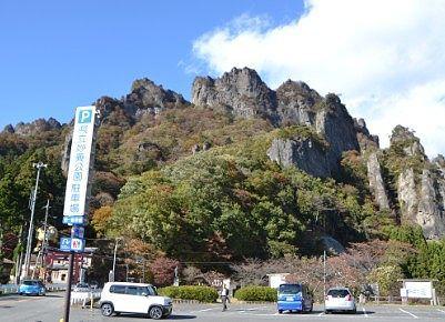 県立妙義公園駐車場から見える妙義山山頂