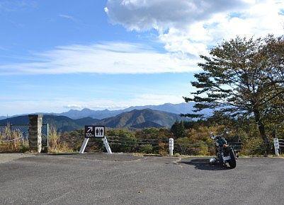 駐車場から見える山々の景色