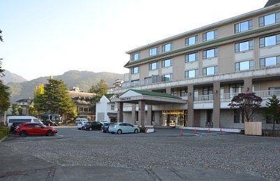 諏訪湖ホテルの駐車場の様子