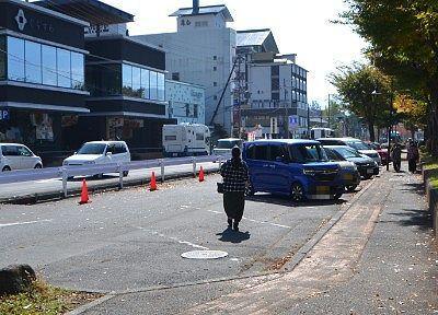 諏訪湖観光汽船乗り場前の無料駐車場の様子