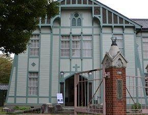 国の有形登録文化財の講堂外観