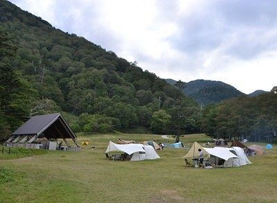 炊事場近くでのテント