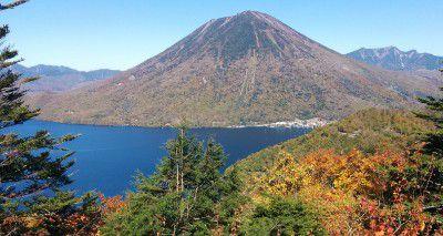 中禅寺湖展望台からの紅葉の景色
