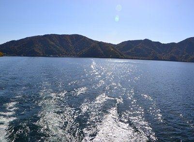 遊覧船最後尾からの景色