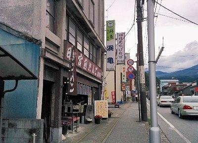 日光宮前団子のお店と日光街道